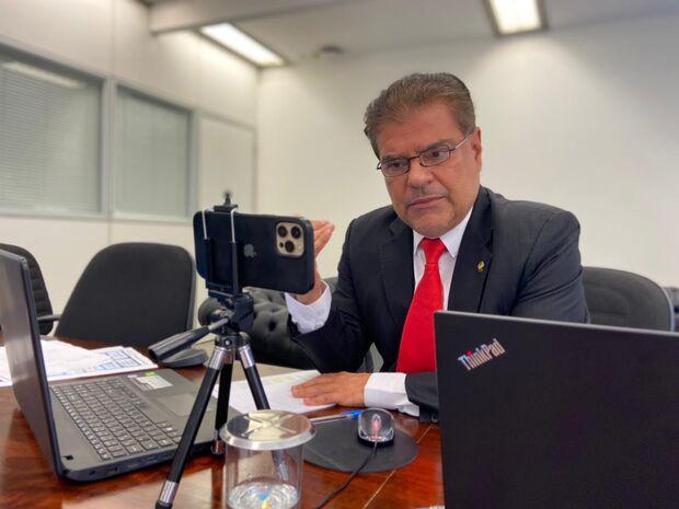Senador de MS quer vacina para motoristas APP e de ônibus, motoentregadores e taxistas