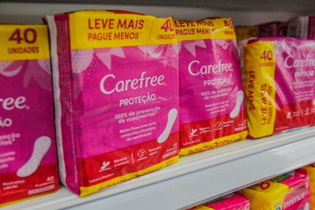 Enquete: distribuição de absorventes para mulheres carentes pelo SUS só tem apoio de 32%