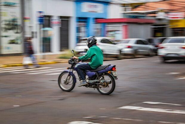 Uber Moto inaugura com preços baixos, mas sem pilotos para corridas
