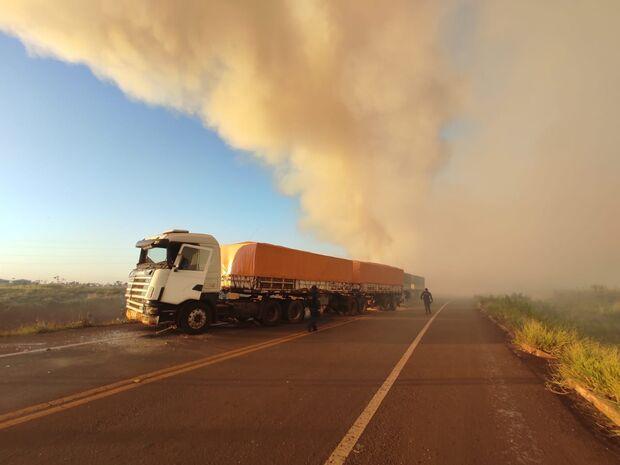 Fumaça de incêndio atrapalha visão e motorista provoca acidente na MS-162