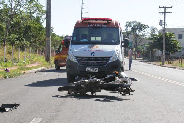 Motociclista fica em estado grave em batida com caminhonete na Tamandaré