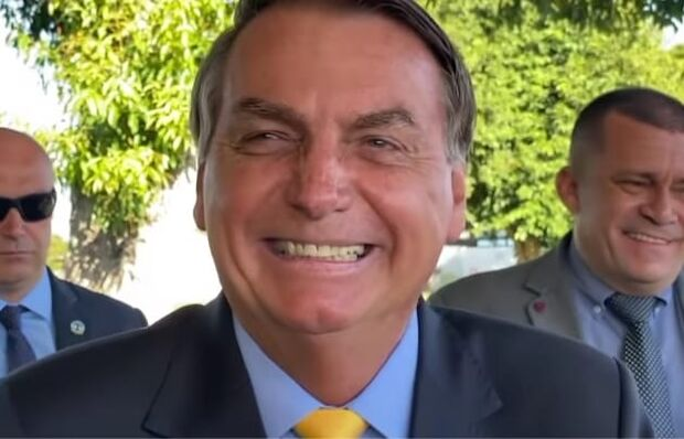 Bolsonaro diz que protesto da esquerda foi vazio por falta de maconha