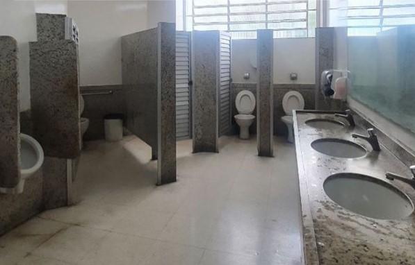 Criado por três amigos em mesa de bar, perfil 'Cagando Bacana CG' avalia banheiros da Capital
