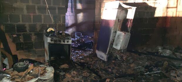 Vídeo: marido toma corotinho de pinga, acha que levou chifre e taca fogo em casa