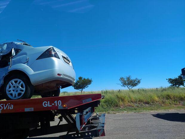 Mulher morre em batida entre carro e caminhão na BR-163