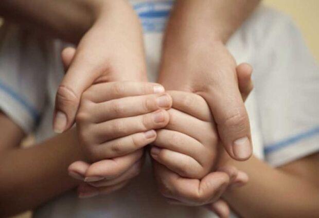 Prontos para adoção, 126 crianças e adolescentes esperam por um novo lar em MS