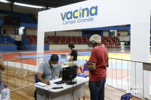 Plantão de vacinação contra covid-19 segue até às 17h em Campo Grande