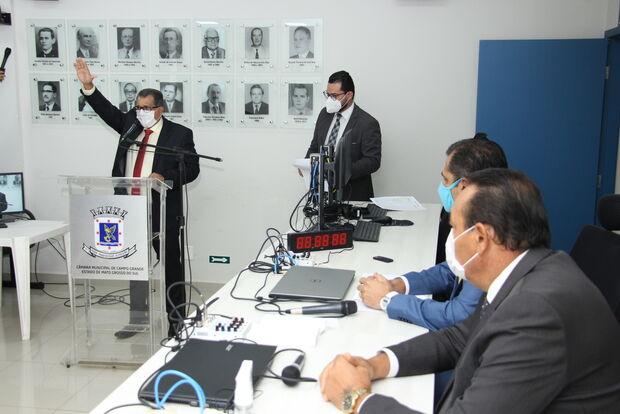 Ademir Santana toma posse como vereador na Câmara de Campo Grande
