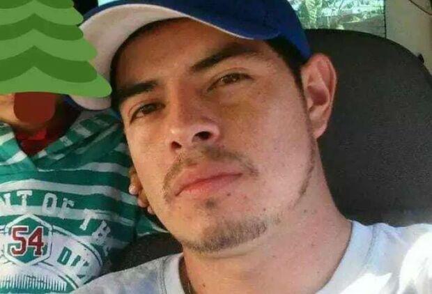 Homem é assassinado a tiros enquanto tomava cerveja com amigo em casa