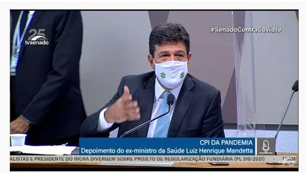 Mandetta diz que Bolsonaro provocou dubiedade e contribuiu para agravamento da pandemia