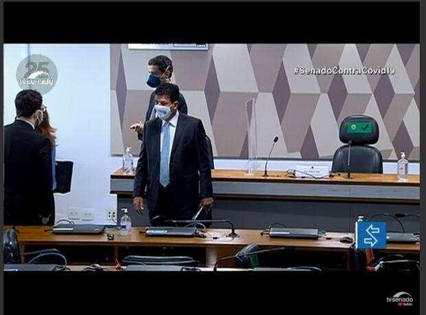 Mandetta já aguarda inicio da CPI da covid na sala de oitivas no Senado