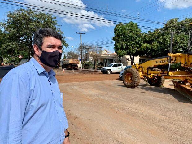Riedel destaca recapeamento em 30 ruas de linhas de ônibus em Dourados