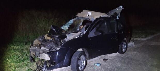 Passageiro morre após carro bater em boi em rodovia de MS