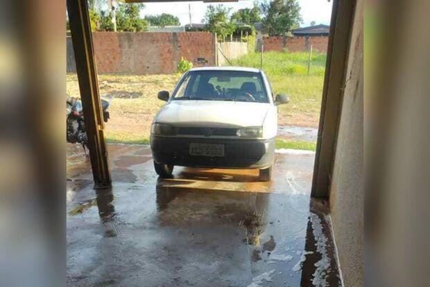 Mulher pede ajuda para encontrar carro que foi roubado no Jóquei Clube