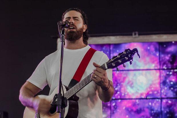 Cantor de MS grava novo clipe e lança música 'Madrugada' em Aquidauana