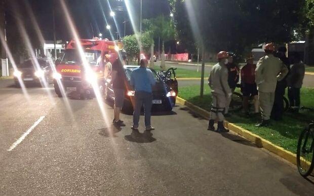 Ciclista é atropelada por carro e tem fratura no pé em MS
