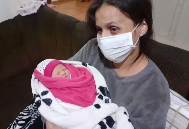 Vítima de covid, mulher tem filha e renasce após ser 'desenganada por médicos'