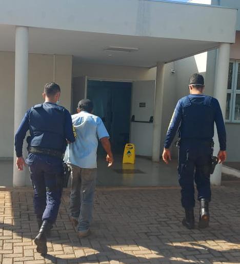 Pedreiro é preso por invadir casa e tentar estuprar mulher no sofá em Anhanduí