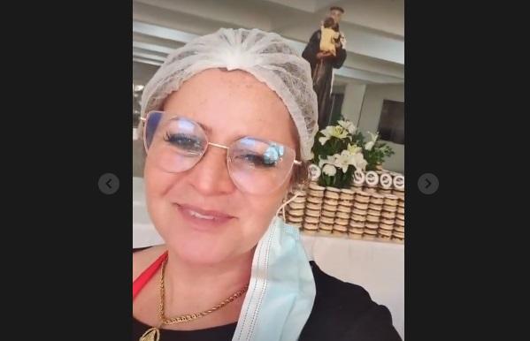 Esperança das solteiras: drive-thru entrega 6 mil pedaços do Bolo de Santo Antônio