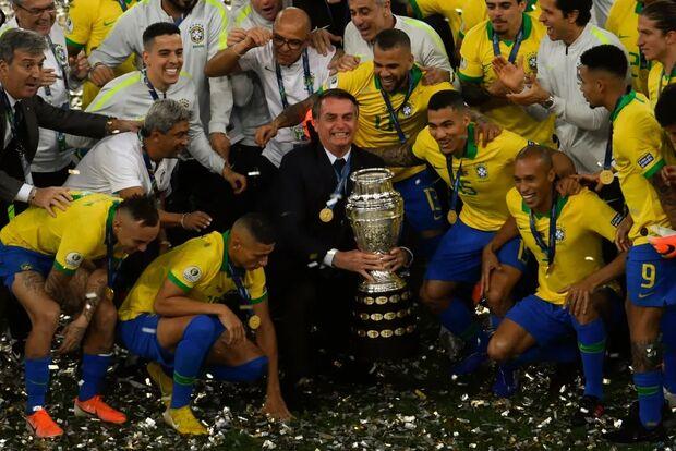 Apesar de ataques da Globo, Bolsonaro confirma Copa América no Brasil