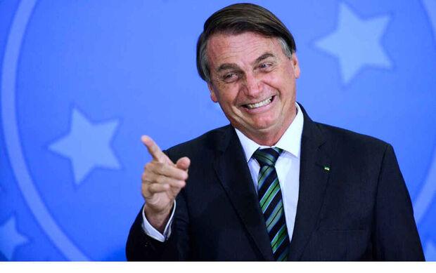 NA LATA: Bolsonaro ri enquanto povo sofre na pandemia