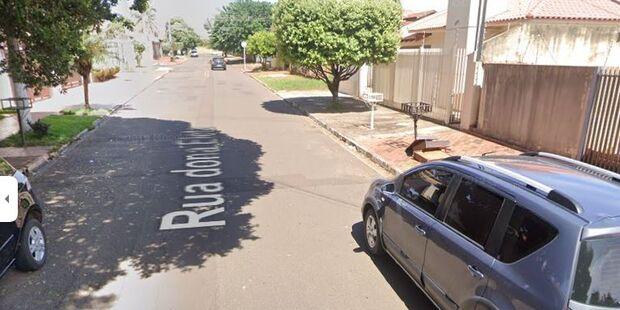 'Passa o celular e não grita', diz assaltante para mulher no Vilas Boas