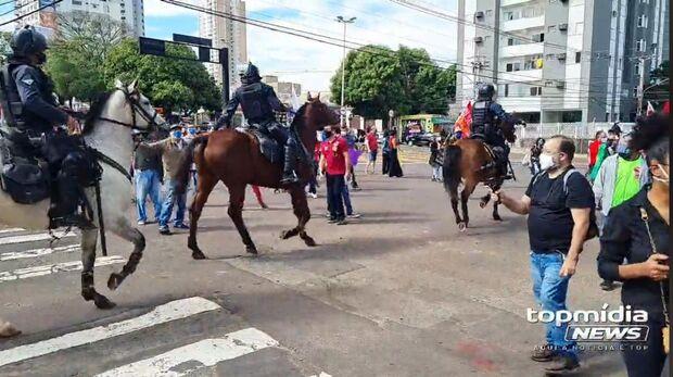 PM ataca manifestantes contra Bolsonaro em Campo Grande