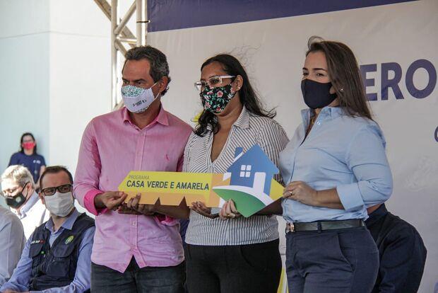 Marquinhos deseja felicidades para moradores durante entrega de apartamentos em Campo Grande