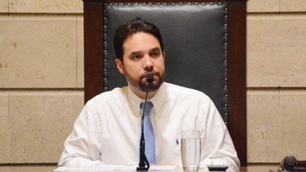 'Vê se dá o atestado para a gente levar o corpinho', pediu Jairinho para Executivo da Saúde