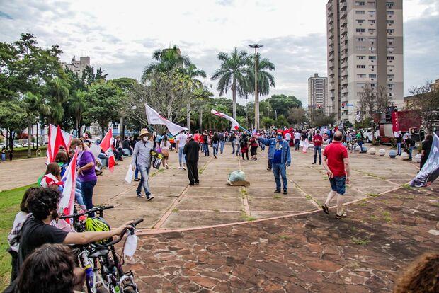 Ato contra Bolsonaro reuniu milhares de pessoas no Brasil
