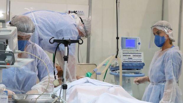 Brasil tem 2.037 mortes por covid-19 em 24 horas