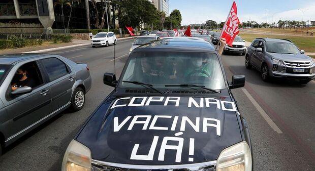 Brasília: manifestantes fazem carreata contra Copa América