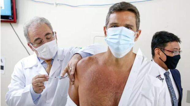 Ainda sem se vacinar, Bolsonaro só receberá dose quando quiser, diz Queiroga