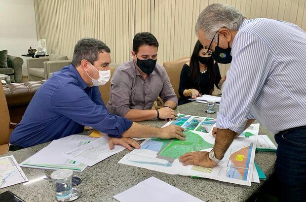 Riedel e Azambuja discutem continuidade de obras com prefeitos da Grande Dourados