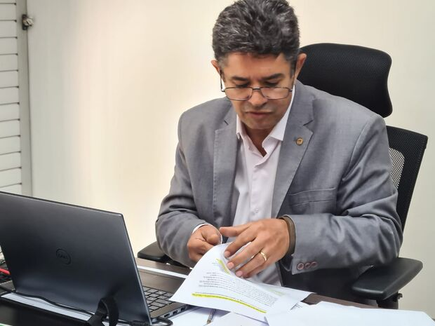 Rinaldo encaminha pedido para reduzir carga horária da enfermagem de MS