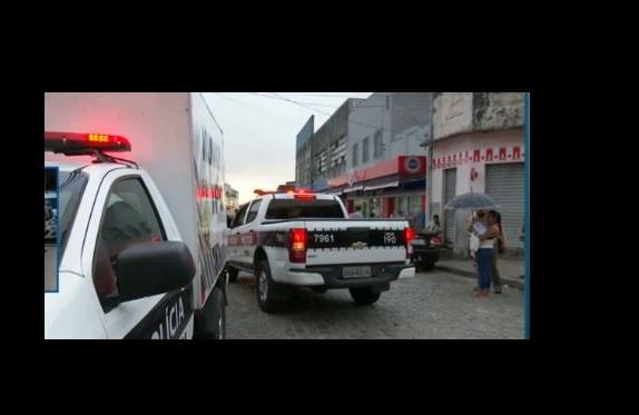 Vendedor de lanche é morto e atiradores deixam crianças baleadas no chão