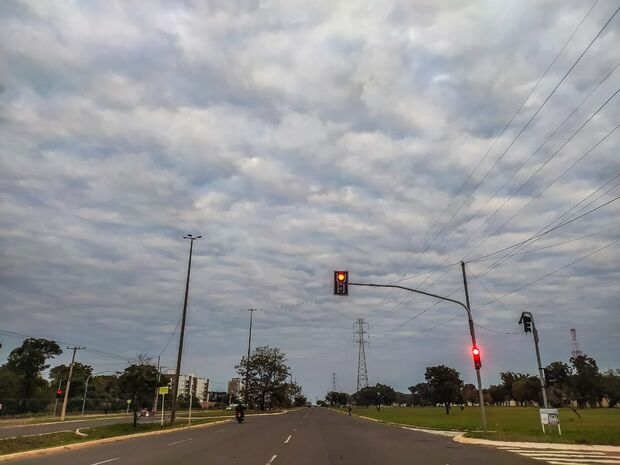 Sexta de tempo nublado com previsão de chuva fina em MS