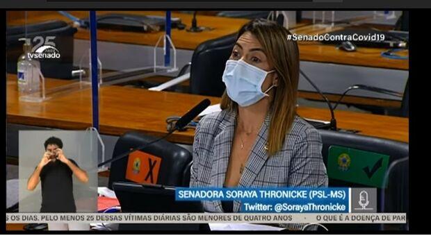 'Não sei se o senhor toma um floralzinho, ou se é frieza', diz Soraya a ex-secretário na CPI