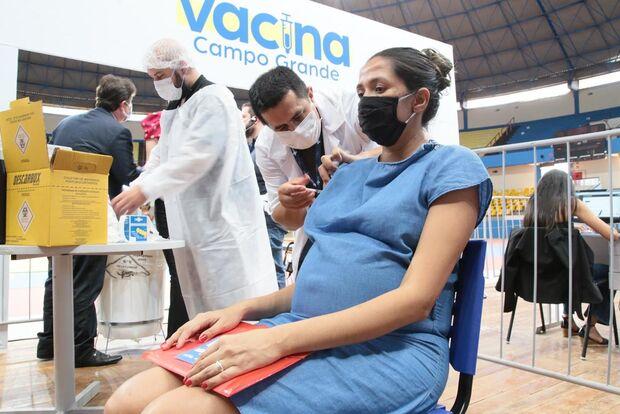 Vacinação retorna e atinge público com 49 anos em Campo Grande