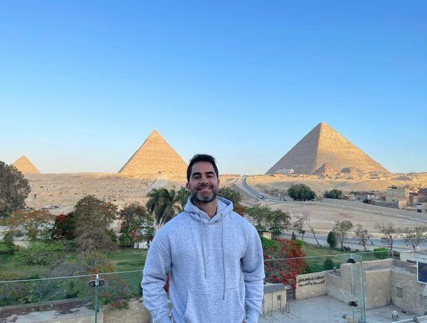 Brasileiro preso no Egito por assédio é solto e volta ao Brasil