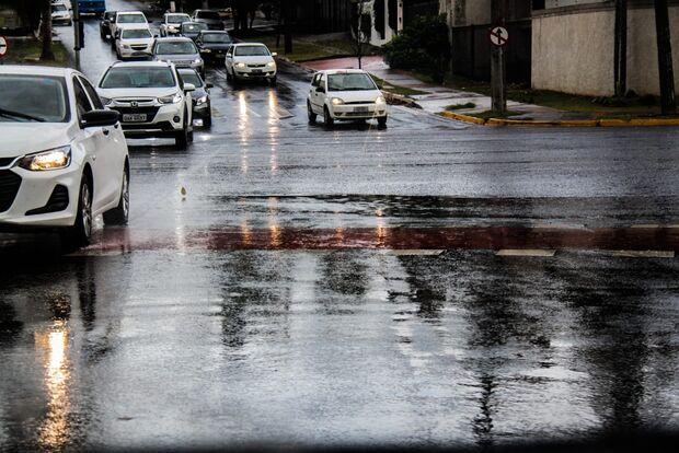 Cadê o crush: tempo chuvoso é tendência de Dia dos Namorados com friozinho