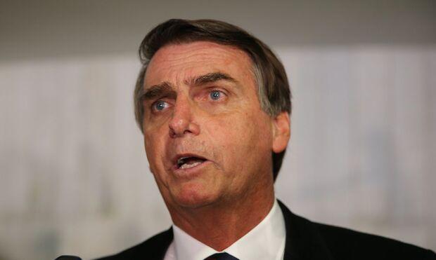 Repetitivo: Bolsonaro volta a atacar urnas eletrônicas e TSE