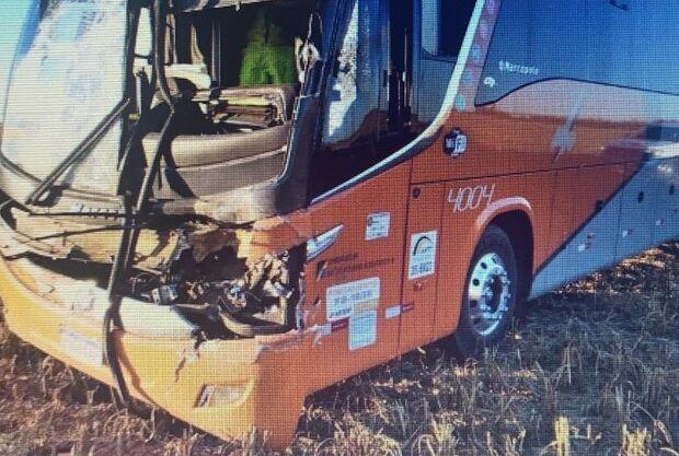 Acidente entre ônibus e micro-ônibus deixa feridos em Chapadão do Sul