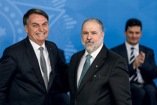 Tá indo bem? Bolsonaro pede recondução de Augusto Aras para a PGR