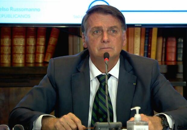 Ao estilo 'apresentação de escola', Bolsonaro tenta provar fraude em urnas