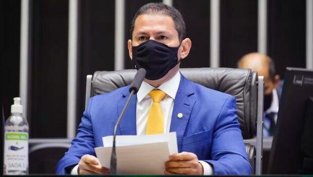 Vice-presidente da Câmara arrega para Bolsonaro: 'não vou pedir impeachment'