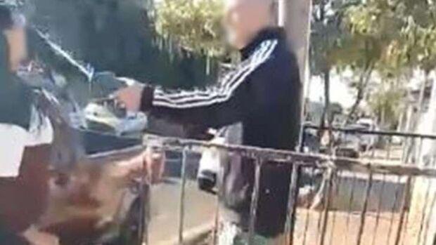 Vídeo: ex-patrão parte para ignorância e ataca ácido em faxineira em discussão