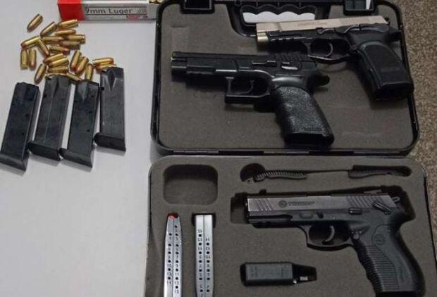 Em Nova Alvarada do Sul, mulher é presa com pistolas e munições