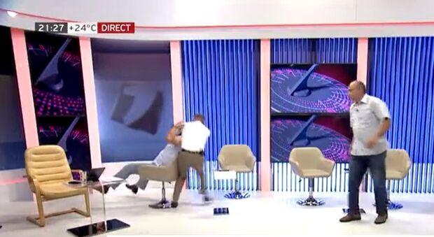 Vídeo: políticos saem na porrada durante debate em TV