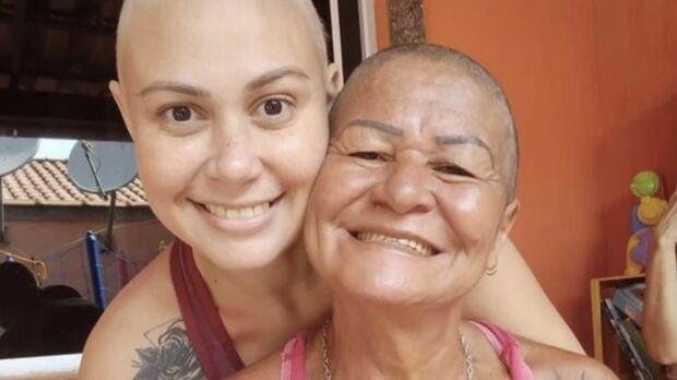 Filha que viu a mãe raspar o cabelo para apoiá-la morre de câncer no RJ